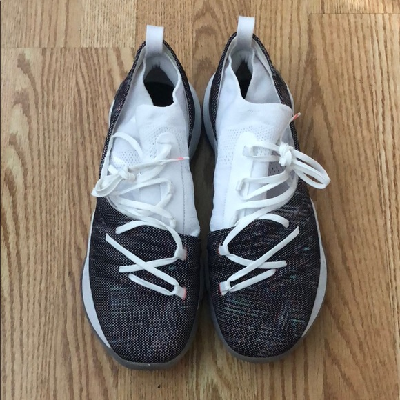 f3d4b51389d M 5bf1bbade944ba85d7eaf107. Other Shoes you may like. Under Armour sneakers